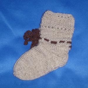 Handgestrickte Baby-Socken mit Binde-Band in beige 14/15