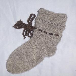 Handgestrickte Baby-Socken mit Binde-Band in beige 18/19