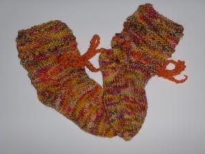 handgestrickte Baby-Socken mit Binde-Band in gelb/orange/rot 14/15