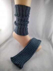 handgestrickte Stulpen mit Alpaka in jeansblau kaufen