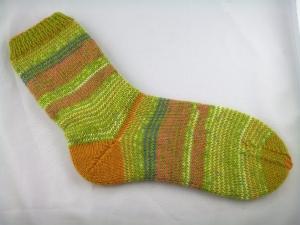 handgestrickte Ringelsocken grün/gelb in Größe 38/39