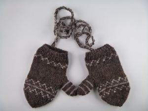 handgestrickte Baby-Handschuhe mit dezentem Muster in braun/beige - Handarbeit kaufen