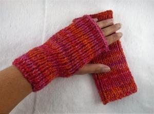 Handgestrickte extra dicke und warme Handstulpen mit Daumenloch in rot/orange