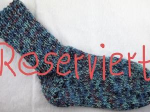 handgestrickte extra dicke Socken in Größe 37 blau milliert mit roten Elementen