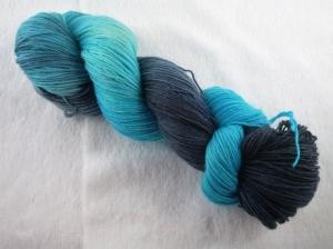 Handgefärbte Sockenwolle (4-fädig, 100g) Shades of grau/ türkis - Handarbeit kaufen