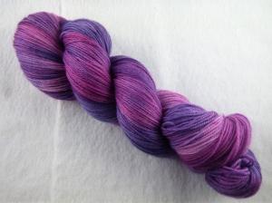 handgefärbtes Lacegarn (3-fädig) *extra kuschelig* (100gr/ 550m) Fliederbusch