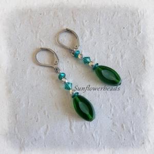 Ohrringe silber, mit ovalen böhmischen Table cut Perlen, grün, handgemacht - Handarbeit kaufen