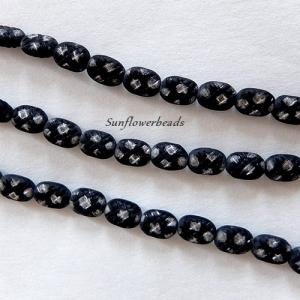 11 flache ovale böhmische Glasperlen schwarz matt, gemustert mit silbernen Tupfen - Handarbeit kaufen