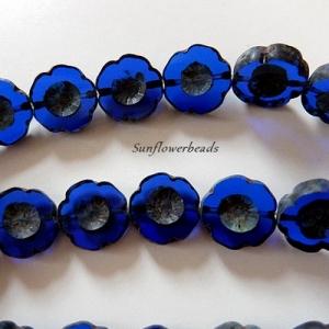 6x böhmische Table cut Perlen, böhmische Glasperlen, Hawaii Blume, dunkelblau, am Rand blaugrau marmoriert