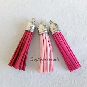 3 x Quaste aus Velour, Kunstleder, rosa, pink, dunkelrot, mit silberner Kappe, Velourquaste für Ketten, Schlüsselanhänger, Lesezeichen, Taschenanhänger