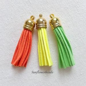 3 x Quaste aus Velour, Kunstleder, orange, gelb, hellgrün, mit goldener Kappe, Velourquaste für Ketten, Schlüsselanhänger usw. - Handarbeit kaufen