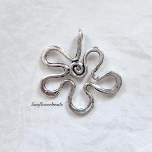 Große Metallblüte, Metallanhänger altsilber, Blütenanhänger - Handarbeit kaufen