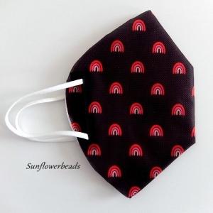 Überzug FFP2 Maske, Cover, Maskenüberzug aus Cover me Heiq Viroblock Filtervlies, schwarz mit Regenbogen rot