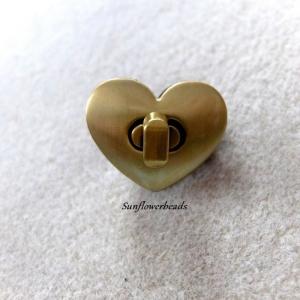 Taschenverschluss bronze in Herzform, Drehverschluss für Taschen und Geldbörsen - Handarbeit kaufen