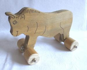 Handgefertigter Spielzeug-Stier aus Holz für Kinder, zum Nachziehen und Schieben -Deutsche Handarbeit-     - Handarbeit kaufen