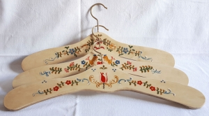 Kleiderbügel/Garderobenbügel aus Holz, 3er Set, handbemalt im Bauernmalerei- und Landhausstil -Deutsche Handarbeit-  **Versandkostenfrei***   - Handarbeit kaufen