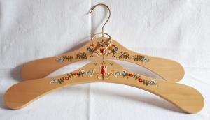 Kleiderbügel/Garderobenbügel aus Holz, 2-er Set, handbemalt im Bauernmalerei- und Landhausstil -Deutsche Handarbeit-    - Handarbeit kaufen