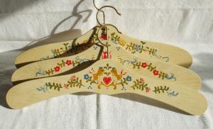 Kleiderbügel/Garderobenbügel aus Holz, 3er Set, handbemalt im Bauernmalerei- und Landhausstil -Deutsche Handarbeit- ***Versandkostenfrei***        - Handarbeit kaufen