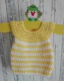 Niedliches Kleidchen für kleine Babymädchens, gehäkelt in weiß-gelb für Größe 62