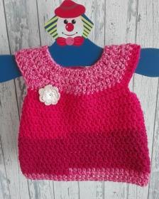 Niedliches Häkelkleidchen für kleine Babygirls in der Farbe pink, absolutes Einzelstück, Gr. 62
