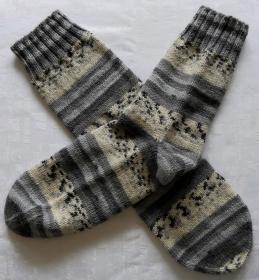 warme handgestrickte Socken Gr. 46/47 in grau-gemustert