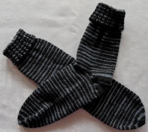 handgestrickte Socken Gr.38/39 mit Umschlag in blau gestreift