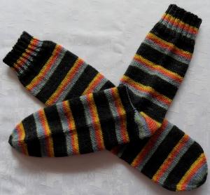 handgestrickte Socken Gr.40/41 in anthrazit/bunt gestreift