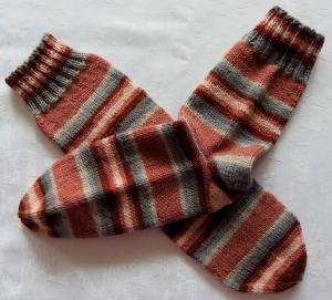 handgestrickte Socken Gr.38/39 in altrosa/grau gestreift - Handarbeit kaufen