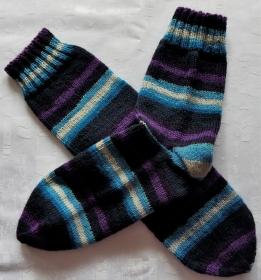 handgestrickte Socken Gr. 38/39 in blau/lila gestreift