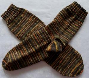 handgestrickte Socken Gr. 44/45 in braun gestreift