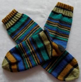 handgestrickte Socken Gr. 42/43 in gedeckten Farben