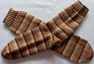 handgestrickte Socken Gr. 46/47 in braun gestreift