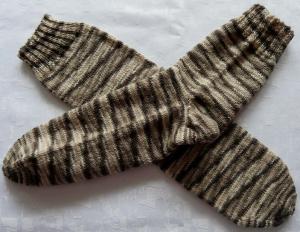 handgestrickte Socken Gr. 44-46 in braun gestreift