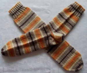 handgestrickte Socken Gr. 42-44 in beige/orange gestreift
