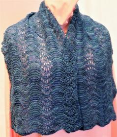 Handgestrickter Lace-Schal in Blau / Petrol / Grün