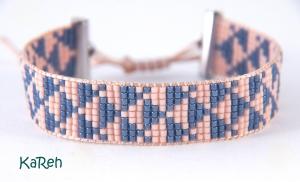 handgewebtes Armband mit Dreiecksmuster in Rosa und Blau