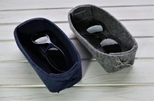 Brillenablage aus Filz - handgemachter Filzbehälter für die Brille in jeansblau - Brillengarage für Mann und Frau