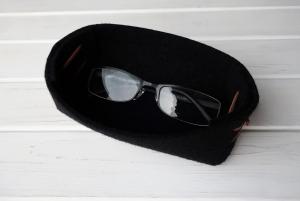 Handgemachtes Filzkörbchen - schwarz als Brillenablage - schön und praktisch - sehr gut als Brillenaufbewahrung für sie und ihn