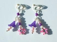 Ohrclips für Mädchen mit Blütenkelchen lila rosa