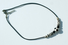 Halskette für Fußball-Fans schwarz--weiß