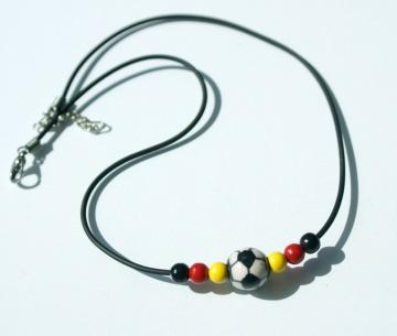 Halskette FUSSBALL schwarz rot gold Fan Deutschland  - Handarbeit kaufen