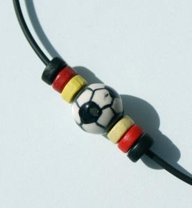 Halskette FUSSBALL Scheiben schwarz rot gold Fan Deutschland  - Handarbeit kaufen