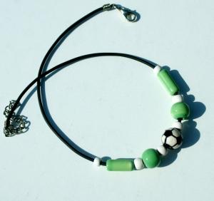 Halskette für Fußball-Fans hellgrün--weiß  - Handarbeit kaufen