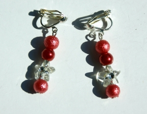 Ohrclips ROT-TÖNE runde Perlen Blütensternchen klar  - Handarbeit kaufen