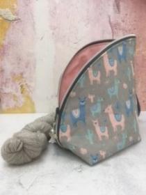 Tasche/ Projekttasche/ Kulturbeutel im Lama/Alpaka Design grau/blalu/rose - Handarbeit kaufen