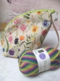 Tasche/ Projekttasche/ Kulturbeutel SOMMERWIESE + 1 Knäuel WYS  Wolle bunt  - Handarbeit kaufen