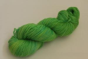 Handgefärbte klassische Sockenwolle 4-fädig Nr. 363 von Farbenspielerei