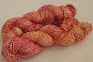 Handgefärbte klassische Sockenwolle 4-fädig Nr. 365 von Farbenspielerei