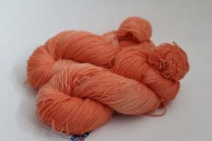Handgefärbte klassische Sockenwolle 4-fädig Nr. 293 von Farbenspielerei