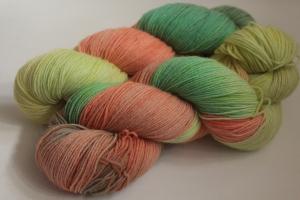 Handgefärbte klassische Sockenwolle 4-fädig Nr. 313 von Farbenspielerei